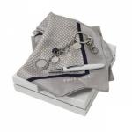 """Набор подарочный """"CPBFK402"""": платок шелковый, шариковая ручка и брелок"""